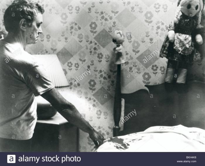 when-a-stranger-calls-1979-tony-beckley-wasc-017p-BKH4K8